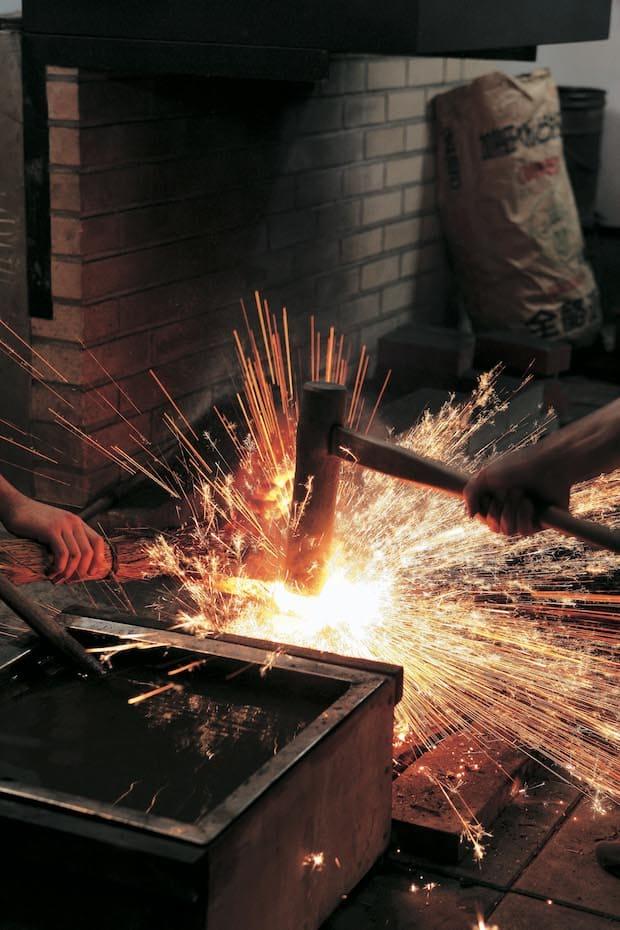 鍛冶の中でも、特に刀鍛冶は多くの人が憧れを募らせる。