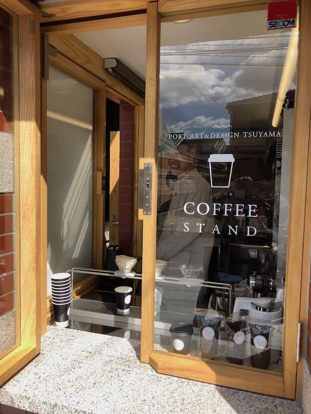 コーヒースタンドを併設。鑑賞の合間にほっと一息つける。