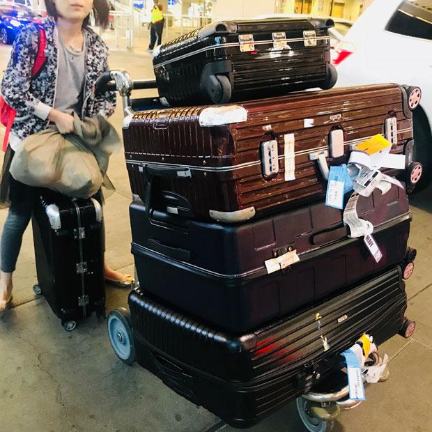 荷物はたったこれだけ。新しい生活が始まる。(撮影:山中緑)
