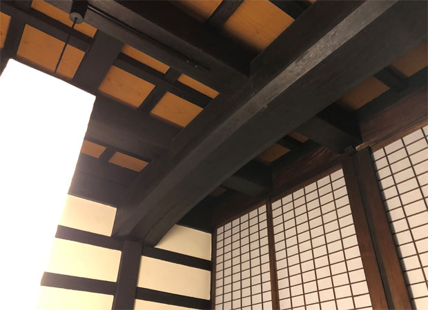 天井の大梁。