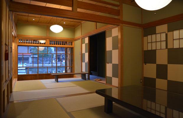 きれいになった和室から内川を眺めることができる。