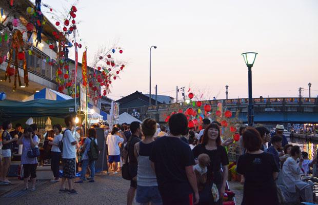 多くの人でにぎわう地域イベント〈内川十楽の市〉。