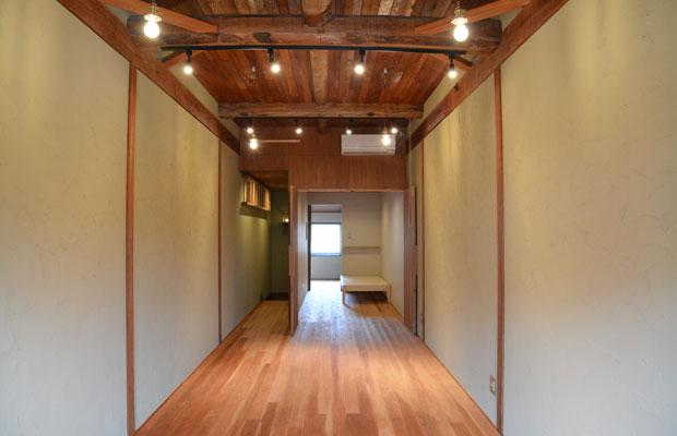 2階・オフィス空間、天井のデザインがポイント。