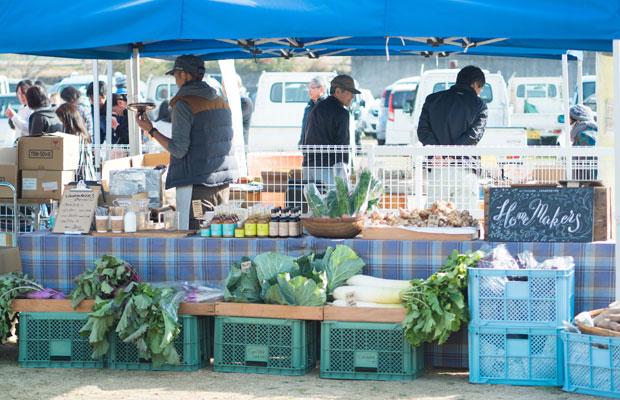 毎年年末に開催される地元の収穫祭。野菜やシロップなどを販売しました。
