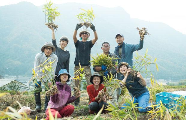 いつも手伝ってくれてる仲間に加えて、生姜の収穫加工作業はたくさんの友人たちが手伝ってくれました。