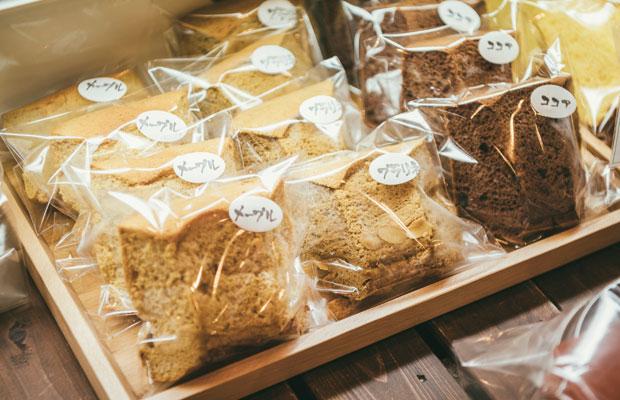 シフォンケーキはホールのほか、買いやすいカットも販売。