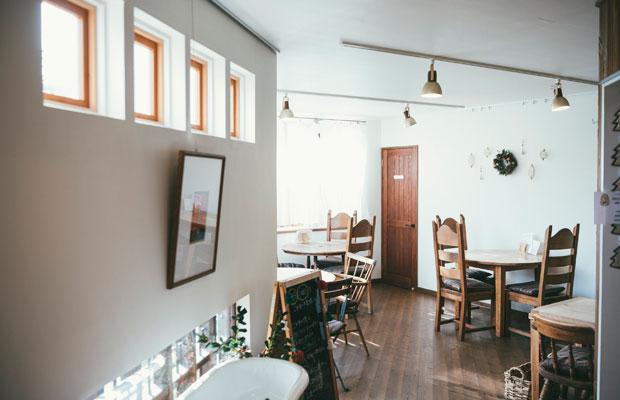 ショップにはカフェも併設。