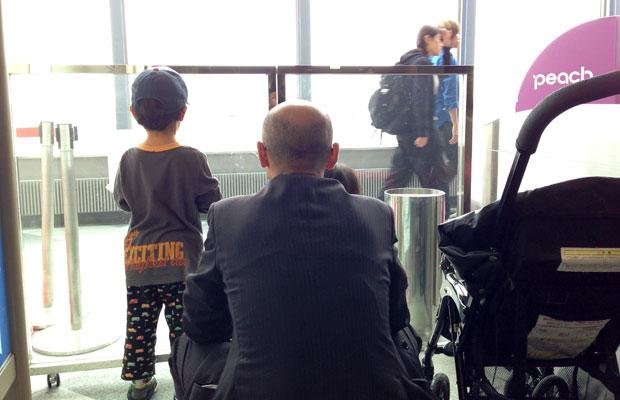 子連れが難しい取材先もある。夫に子どもの面倒を見てもらうために、ときには家族全員で上京することも。