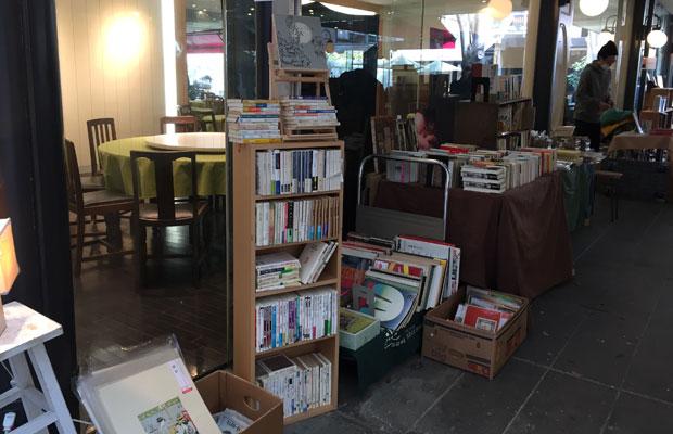 老舗の古本屋〈舒文堂河島書店〉も出店。
