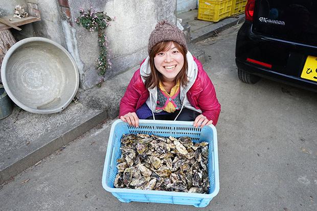 シェアメイトと、コンテナいっぱいの牡蠣。