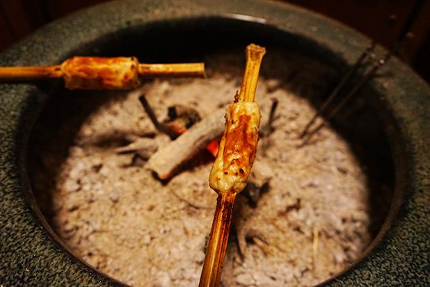 魚のすり身を竹に巻きつけて焼き上げます。