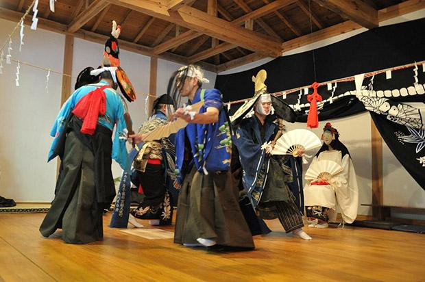 舞い初めは、大償神楽が1月2日、岳神楽が1月3日に披露されます。(写真提供:佐々木秀勝)