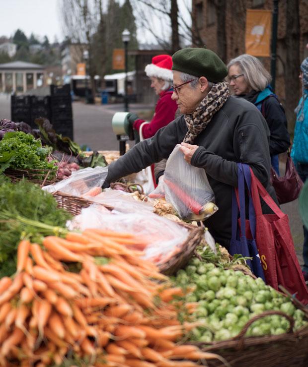 野菜を買いに来ていたすてきな女性。