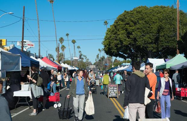 ロサンゼルスのベニスビーチ近くで毎週日曜に開催されているマー・ビスタ・ファーマーズマーケット。