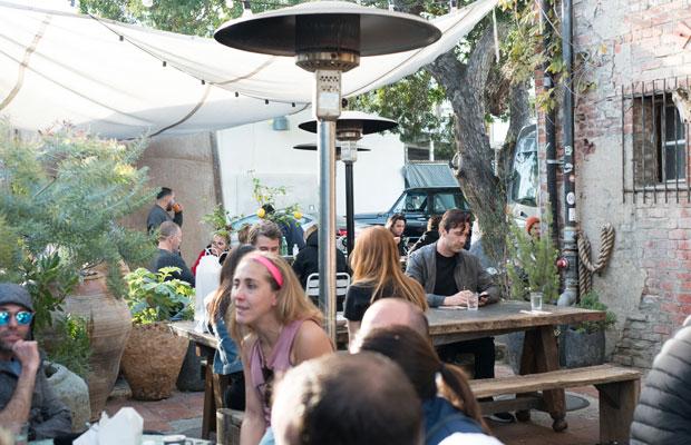 過ごしやすい気候のカリフォルニアでは、すてきな外席があるカフェが多かった。