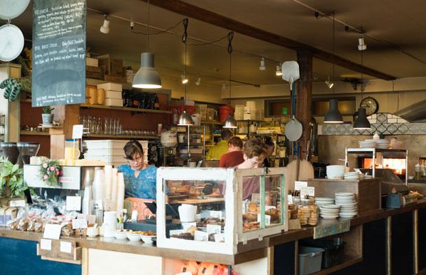 ポートランドでの最初の朝ごはんは、〈Seastar Bakery(シースターベーカリー)〉で。