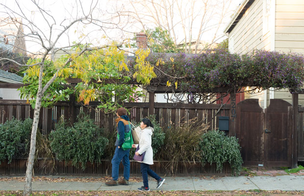 外の人は、住宅街を歩くだけで楽しい。バークレーにて。