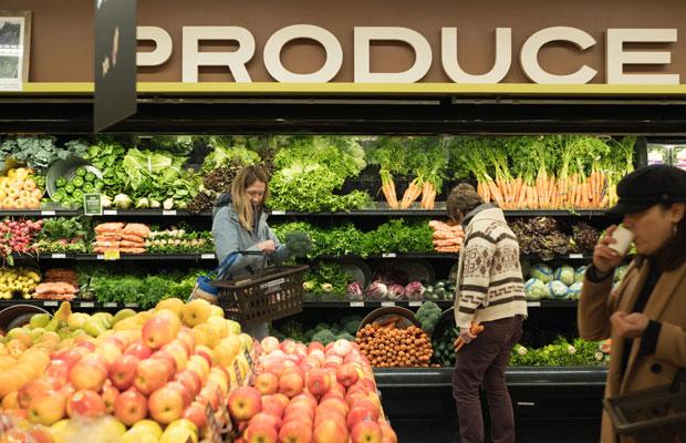 スーパーには野菜が盛りだくさん並んでました。日本と違って野菜が小分けされてなくて(ビニールに入ってない!)、ほとんどが量り売りでした。