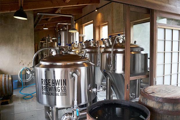 ピカピカのビールタンク。ビールづくりは掃除が大切だという。
