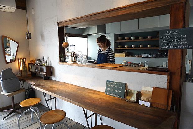 リノベーションで空き家がカフェ&ギャラリーに。