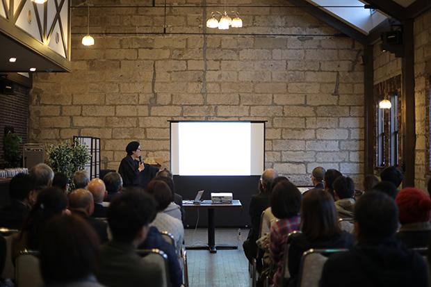 金谷勉さんのトーク風景。