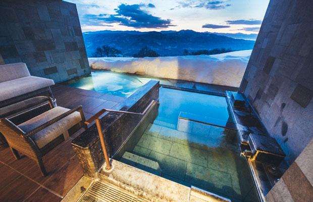 晴れ渡り朝日が差し込んだ露天風呂も、抜群に気持ちがいい眺め。