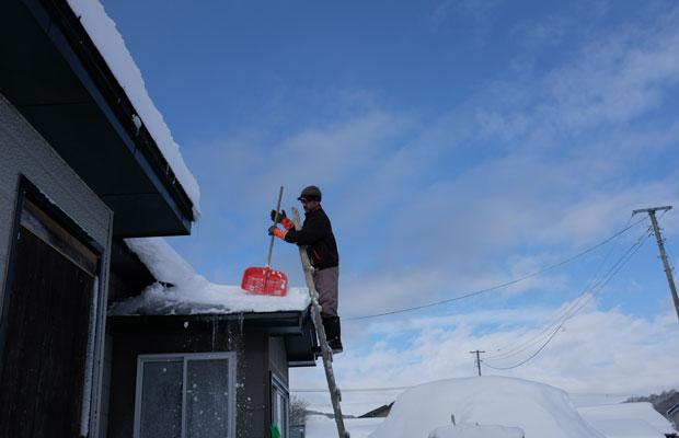 雪に立ち向かう夫は生き生きとして見える。これは北国の遺伝子なのか!?