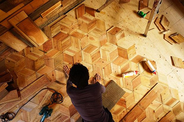 ヘキサゴンパーケットに組み合わせた床。