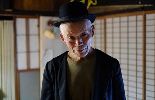 空き家を紹介してくれたおじいちゃんは、〈Ka na ta〉のモデルも務めている。