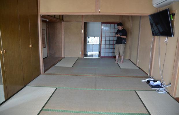 1階、ガレージだった場所を和室にリフォームしたと思われる。