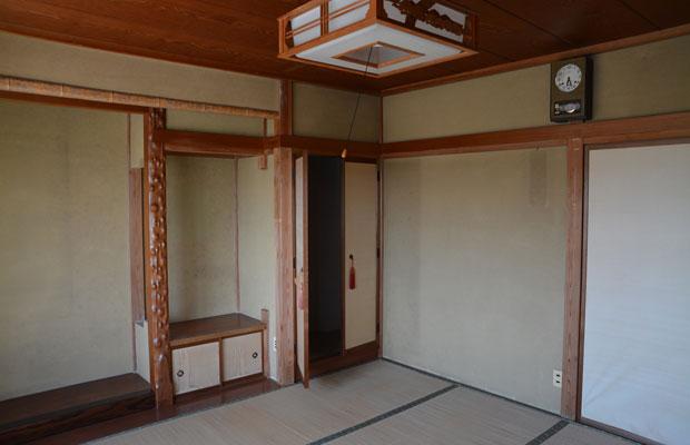 3階、しっかりとつくりこんだ床の間と仏間のある和室。