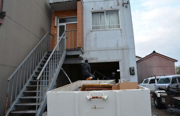 内装の解体作業は、デザインや設計と同時進行で。