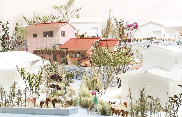 初期提案時の模型。30分の1のサイズで、真鶴出版2号店に面する道の両側の庭や建物の雰囲気がわかるような模型としました。