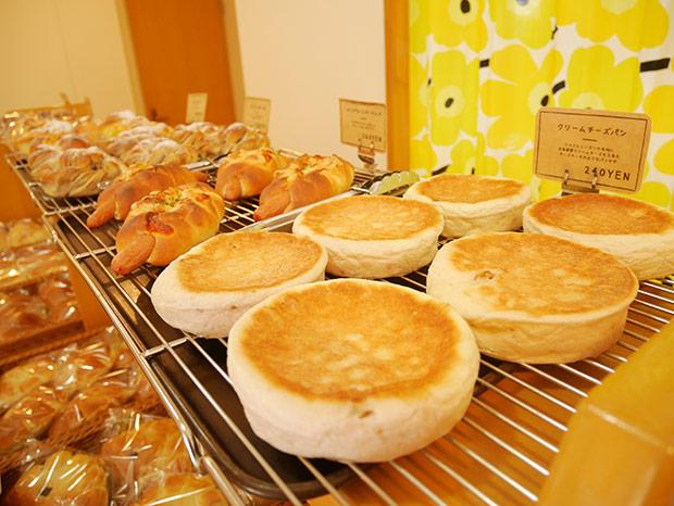 オープン当時から人気を誇るクリームチーズパン。