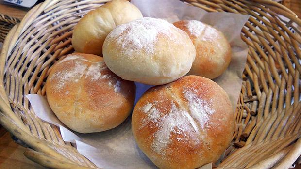 人気商品のげんこつパン。