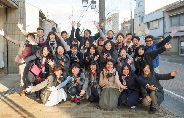 岡崎カメラがっこうのみなさんと一緒に。これからが楽しみです。(撮影:MOTOKO)