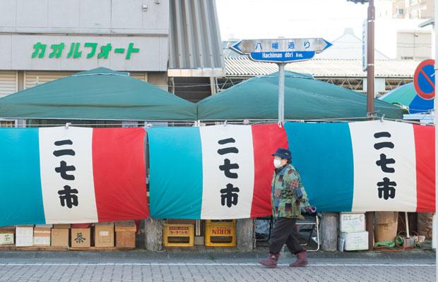 岡崎で60年以上続く朝市「二七市(ふないち)」。何十年かぶりに行きました。