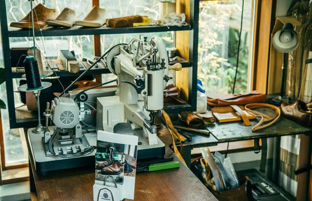 靴づくりの道具自体も好きだという片野さん。これらの道具がテールベルト&カノムパンの空間の雰囲気とマッチするということも大きなポイントだったそうだ。