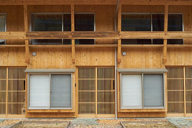 木材が全体に使われ、モダンさもありながら、中山間地でも馴染むデザイン。