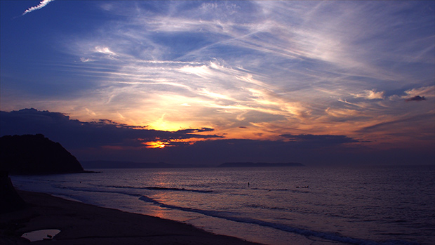 自分たちの生活排水は、この美しい海へ流れていきます。サーフィンをする人たちの姿もちらほら。