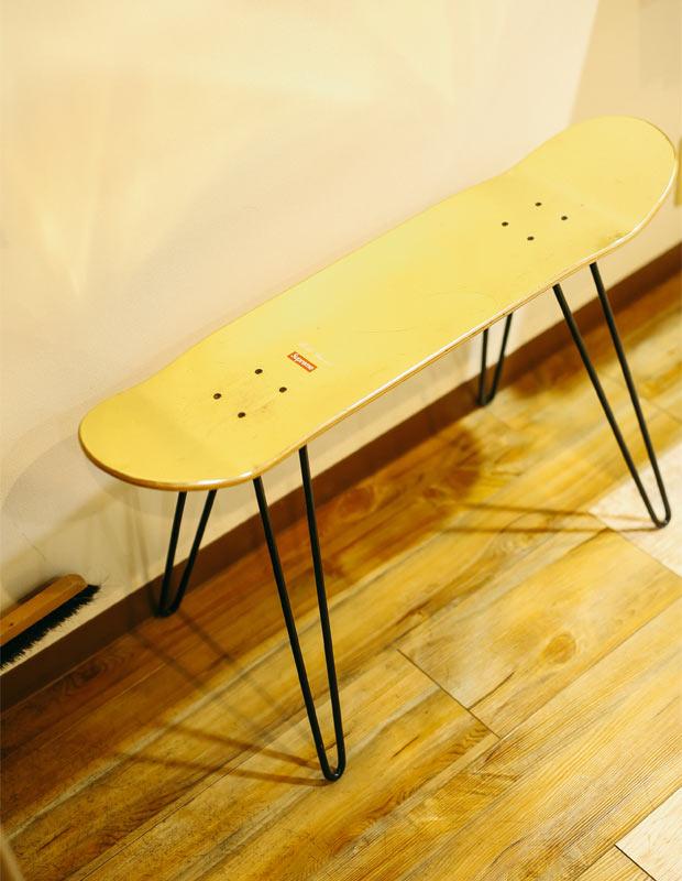 スケートボードを使ったスツール