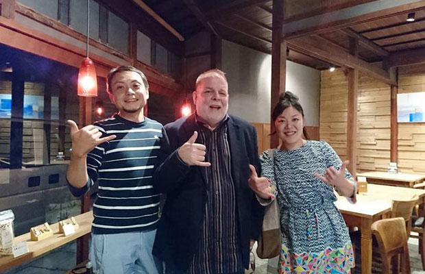 〈カフェuchikawa六角堂〉で再会、妻あおいも合流して、楽しい時間を過ごす。