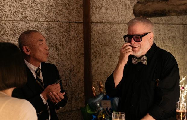 オープンパーティーにて、施工担当の藤井圭一社長と一緒に。