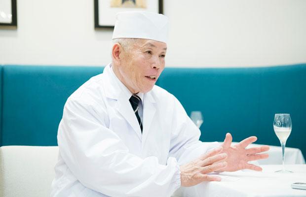 湯本忠仁さん。2009年に現代の名工、2013年に黄綬褒章受章。長野の食材を生かした料理は評価が高く、〈ゆ庵〉ではこれぞ信州感動健康料理といえる料理を提供しています。