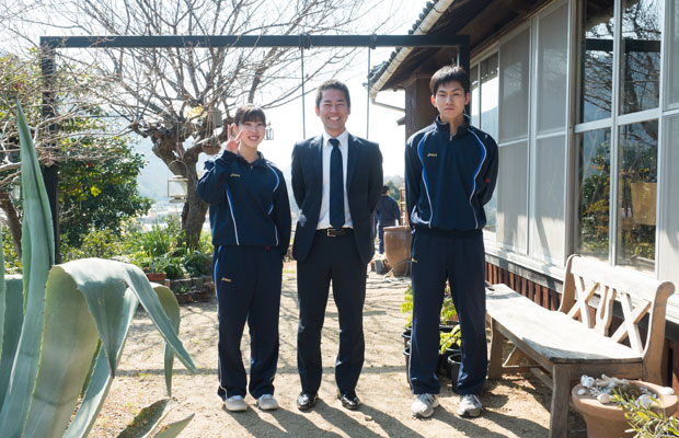 今回のワークショップを企画した三浦さん(左)と圓山くん(右)と中筋先生(中央)。