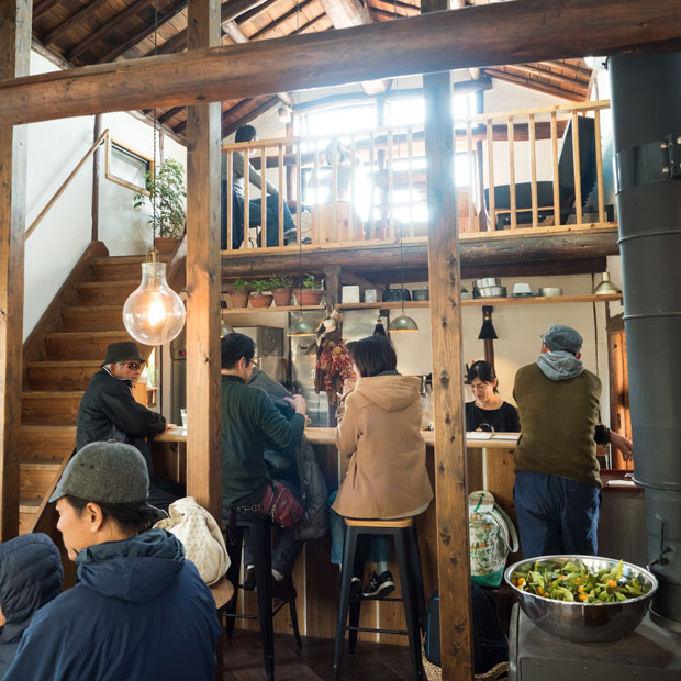 お客さんがいっぱいで賑やかだけど、どこかやさしくて穏やかな空気感。