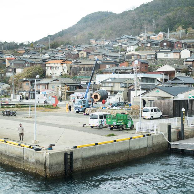 男木島の港。4月26日から開催される〈瀬戸内国際芸術祭2019〉の絶賛準備中。