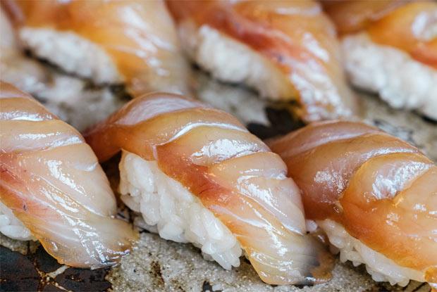 大島独自の寿司「べっこうにぎり」