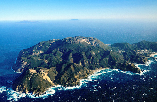 上空から見た神津島。