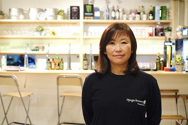 島の水でビールをつくるという長年の夢を実現させた、〈Hyuga brewery〉の宮川文子さん。